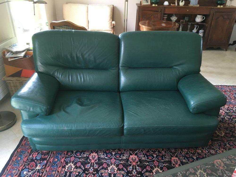 un canapé et un fauteuil 200 Ouve-Wirquin (62)