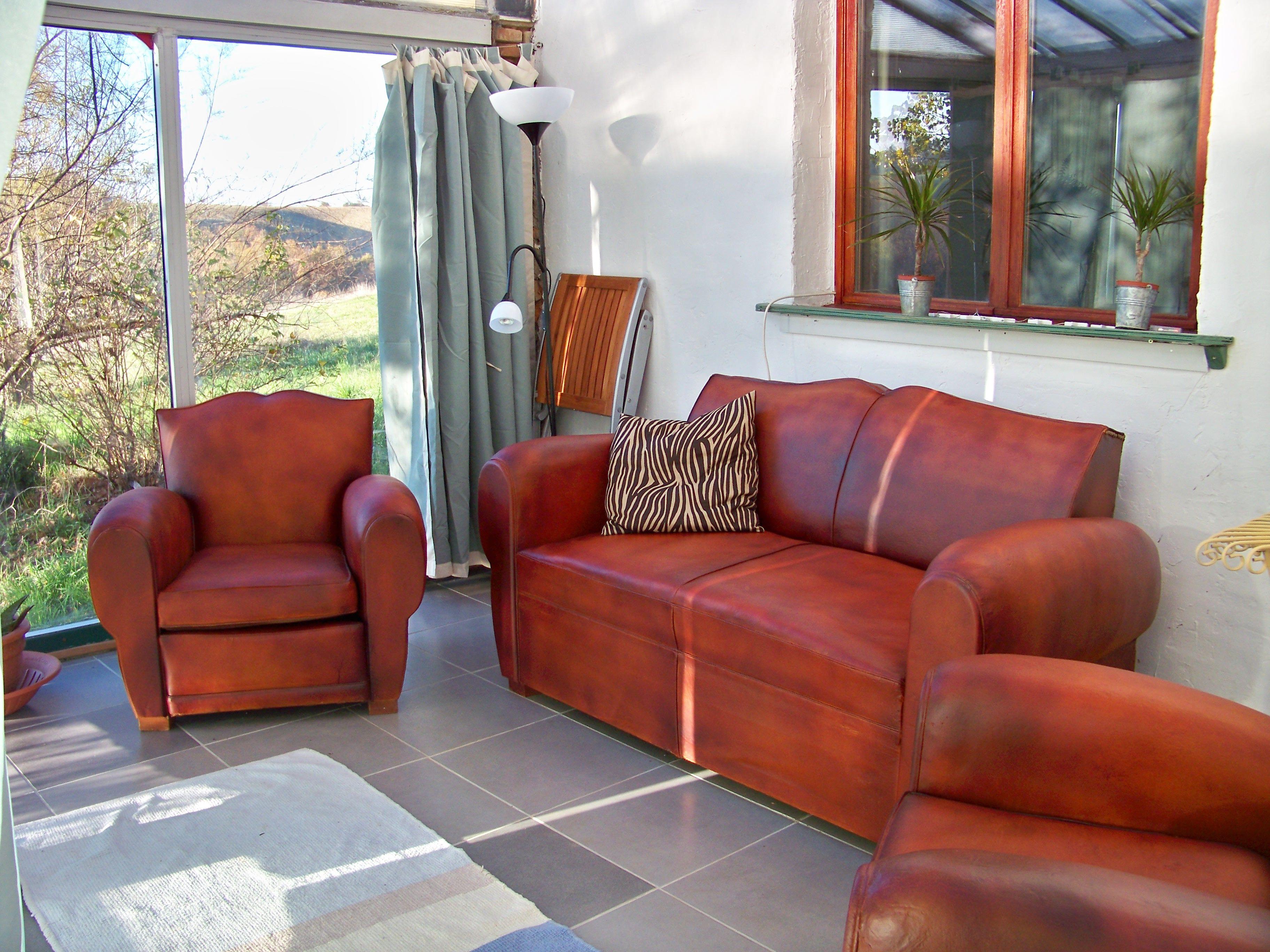 canapé et 2 fauteuils club en cuir 1200 Varennes (82)