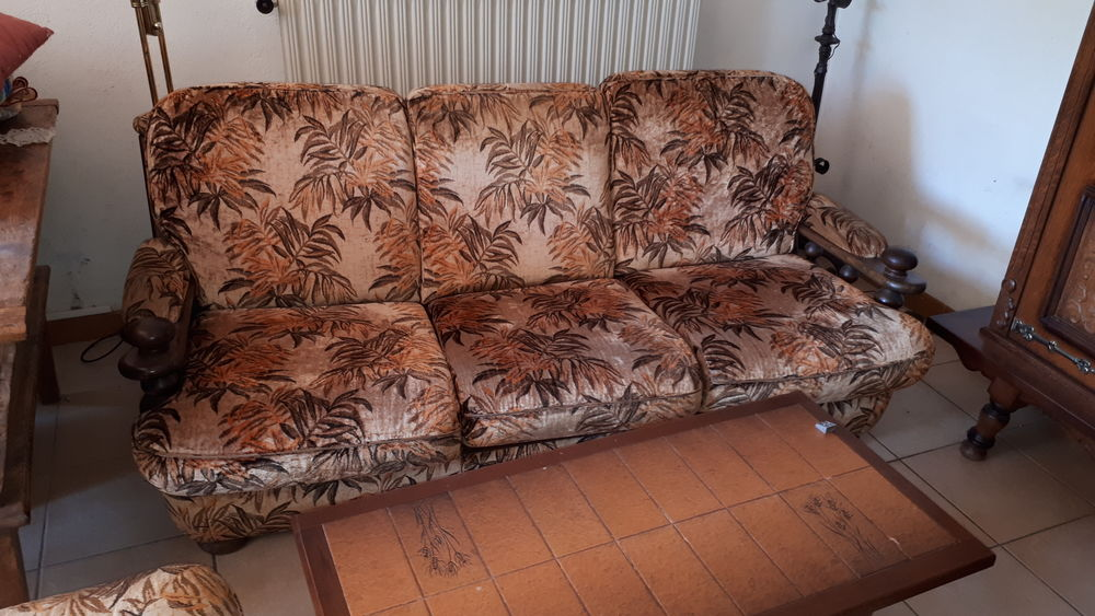 Canapé + 2 fauteuils + pouf à Emporter à BIOT 150 Compiègne (60)