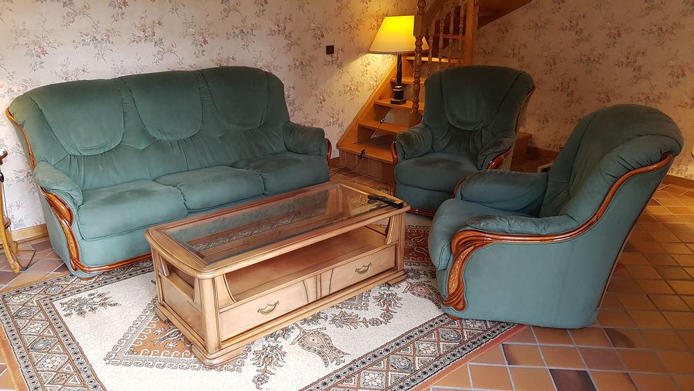 CANAPE ET SES  FAUTEUILS - TABLE  SALON - MEUBLE D'ANGLE 150 Coubron (93)
