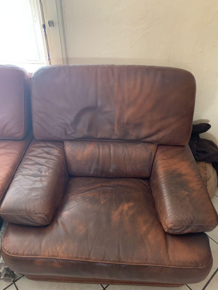 canapé 2 place cuir marron et 2 fauteuils 1 place 250 Wavrin (59)