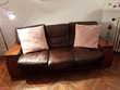 Un canapé 2 places + un canapé 3 places en cuir Meubles