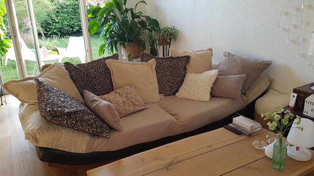 Canapé 3 places, 7 coussins et pouf assorti 900 Colomiers (31)