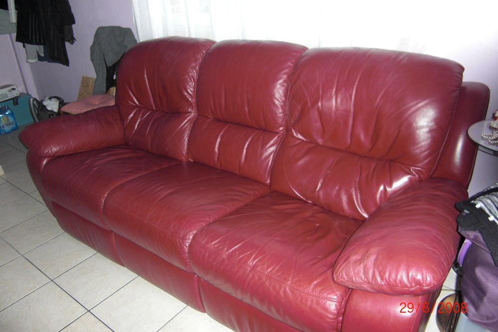 canapé 3 places en cuir rouge  150 Escautpont (59)