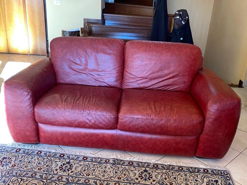 Canapé 2 places cuir rouge  220 Èze (06)