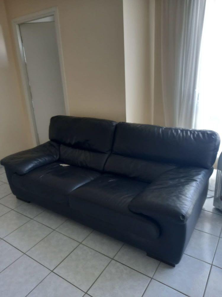 Canapé 3 places en cuir noir. 250 Neuilly-sur-Seine (92)