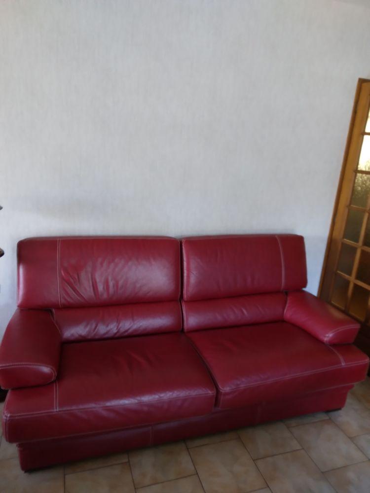 canapé 3 places , en cuir , et 1 fauteuil 200 Dangé-Saint-Romain (86)