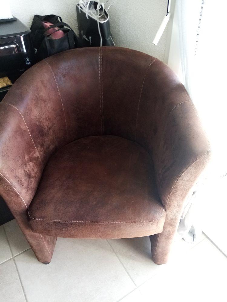 canape 2 places et demi et un fauteuil 270 Narbonne (11)