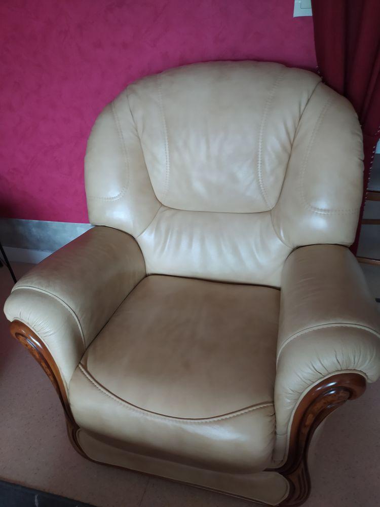 Canapé 3 places et deux fauteuils en cuir et chêne massif 350 Villeneuve-la-Guyard (89)