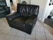 1 canapé 3 places et 1 fauteuil assorti en cuir noir Meubles