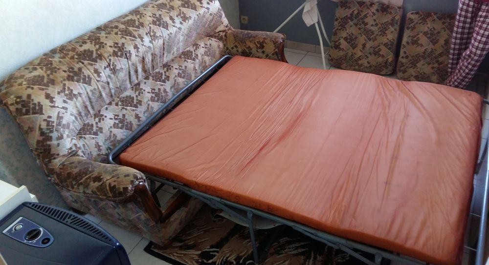 canapé lit 2 places et 2 fauteuils assortis.  50 Villeneuve-sur-Lot (47)