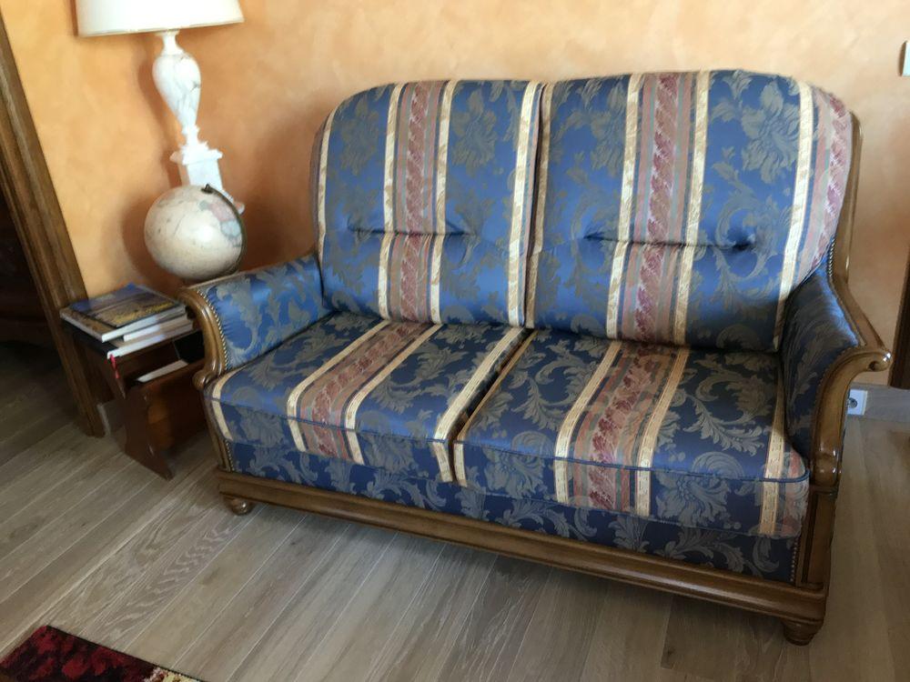 Canapé 3 places : long 1m50 / haut:1m/ prof:95 .  très bon  200 Beaumont (43)