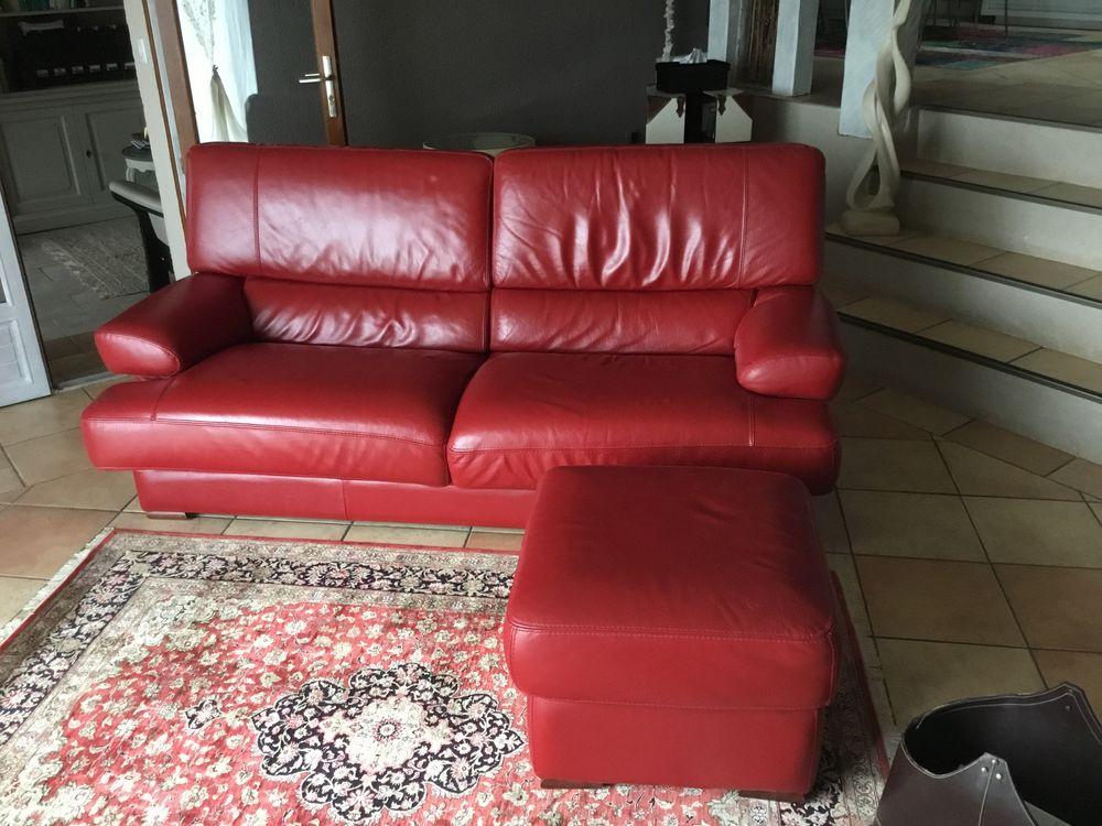 Canapé 3 places et pouf cuir rouge 300 Cahuzac (47)