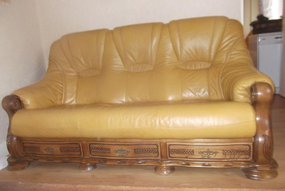 canapé plus un fauteuil,  800 Lignerolles (03)