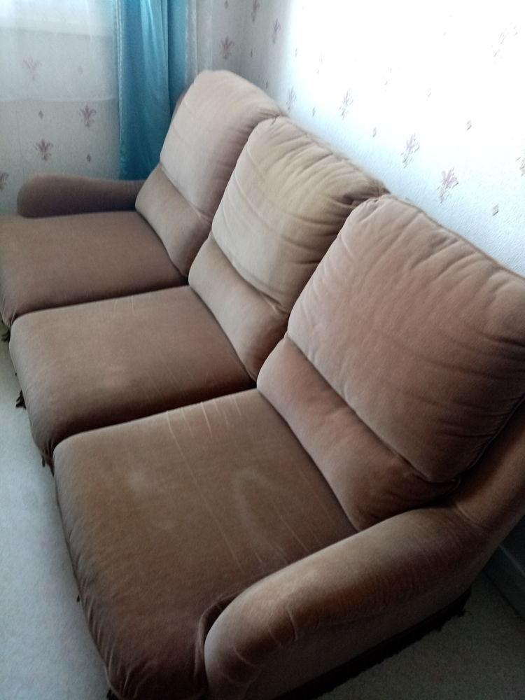 Canapé quasi neuf non convertible +1 fauteuil même état  190 Saint-Quentin (02)