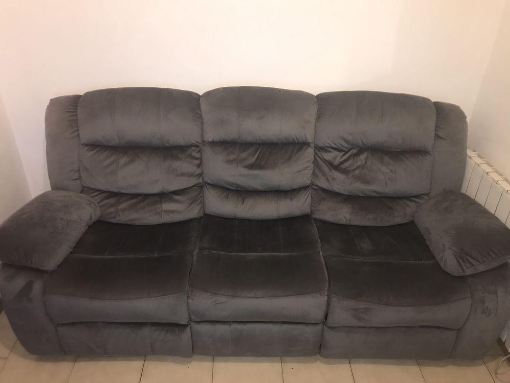 Canapé relax 3 place velours . Table chaises.  seche linge  1000 Marseille 15 (13)