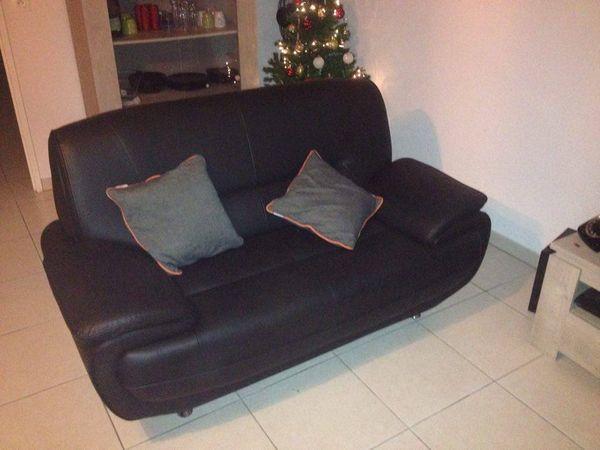 canap s simili cuir occasion en haute garonne 31 annonces achat et vente de canap s simili. Black Bedroom Furniture Sets. Home Design Ideas