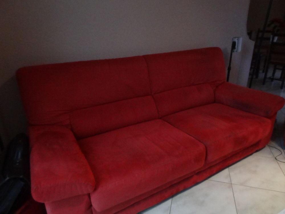 canapé en suedine rouge 80 Marssac-sur-Tarn (81)