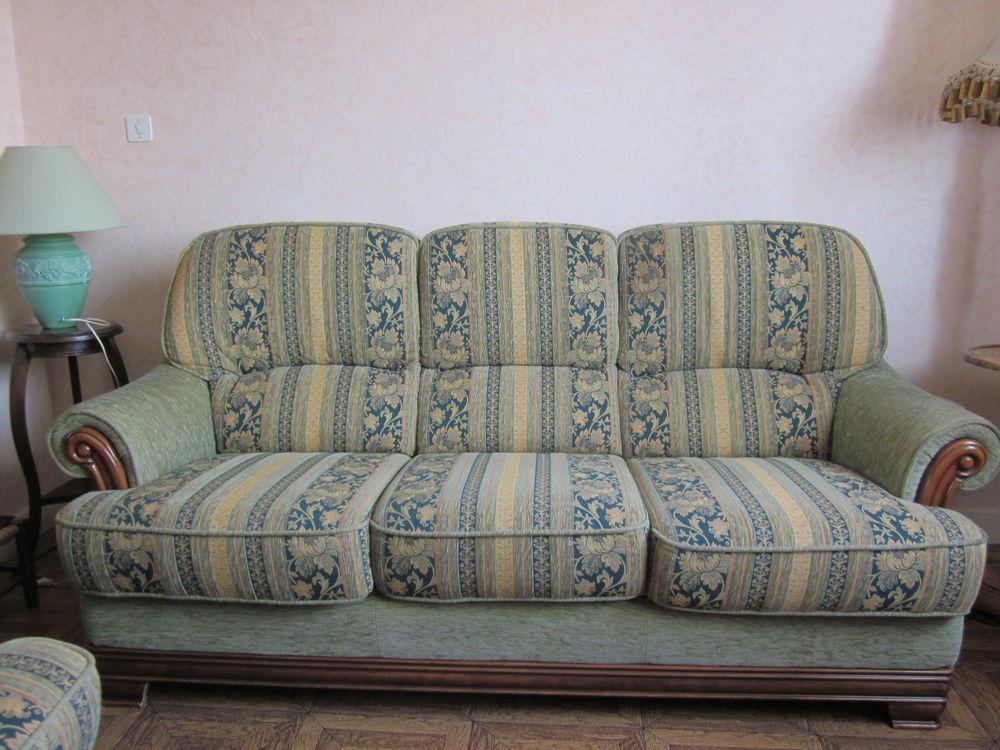 CANAPE TISSU et bois +un fauteuil 20 Bourgoin-Jallieu (38)