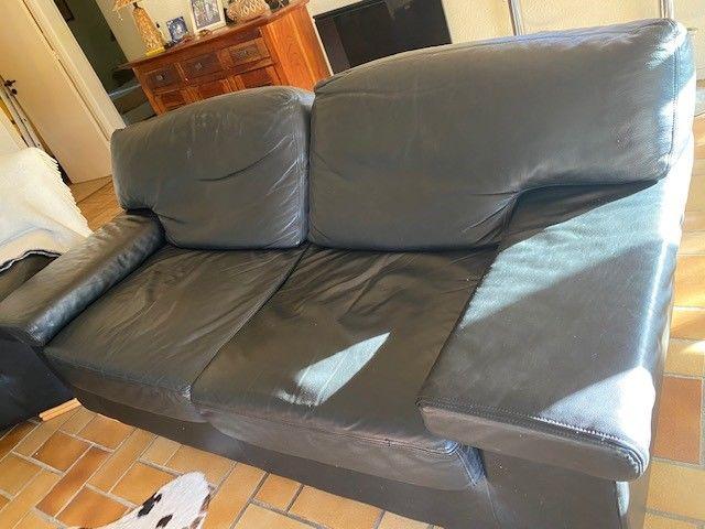 2 canapés en cuir noir et fauteuil. 1000 Lège-Cap-Ferret (33)