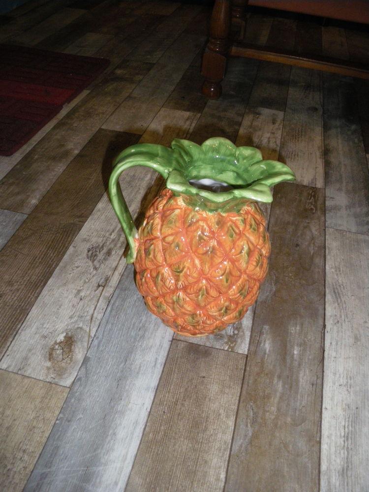 carafe en terre émaillée forme d ananas Décoration