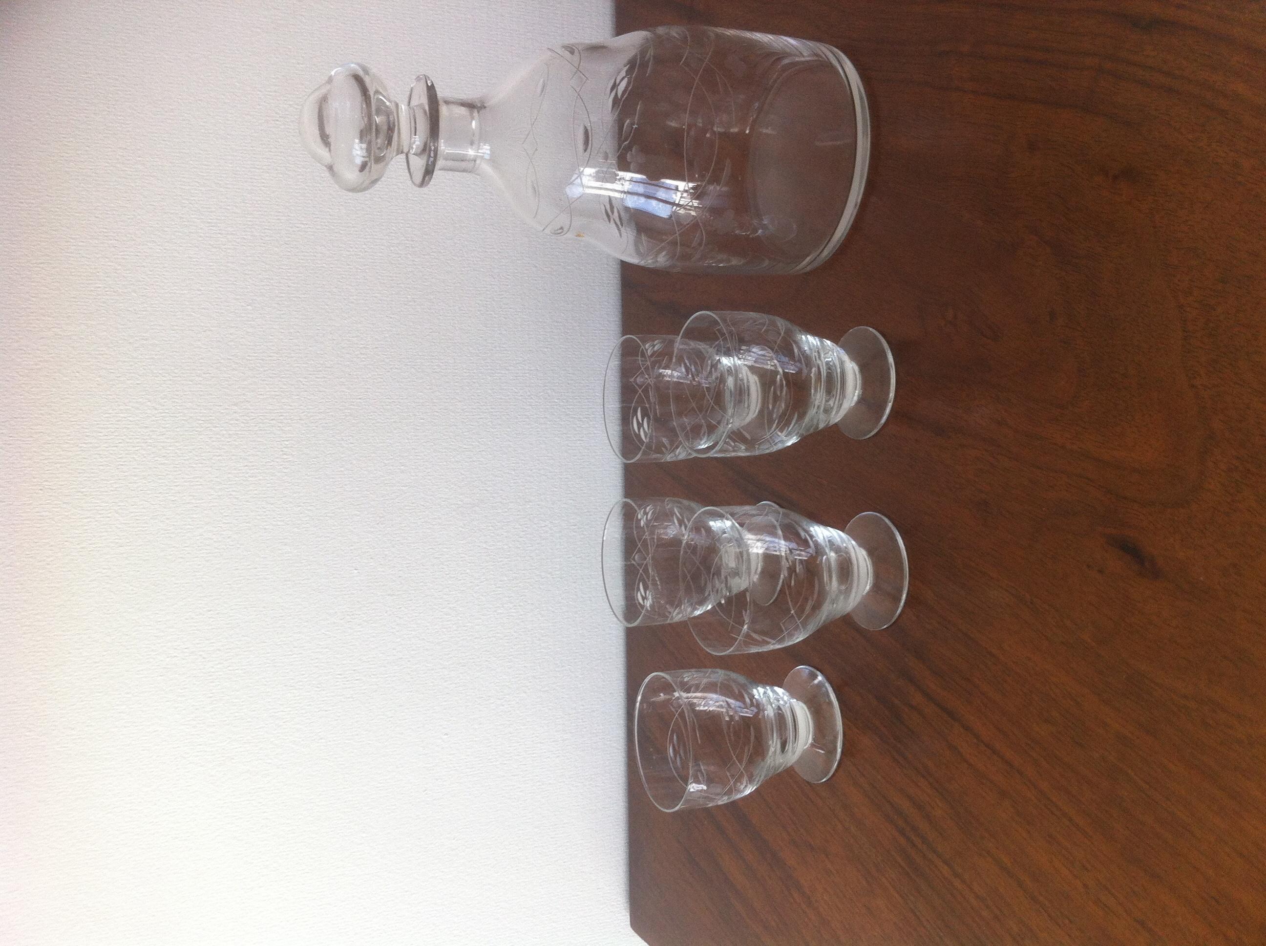 Carafon avec ses  verres 50 Paris 17 (75)