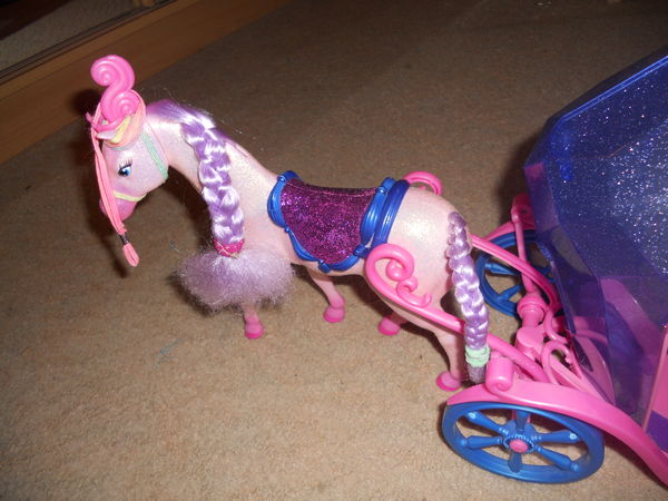 carrosse barbie + cheval 12 Annonay (07)