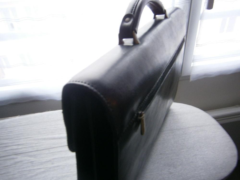 Cartable noir, 2 soufflets, en cuir 40 Brest (29)