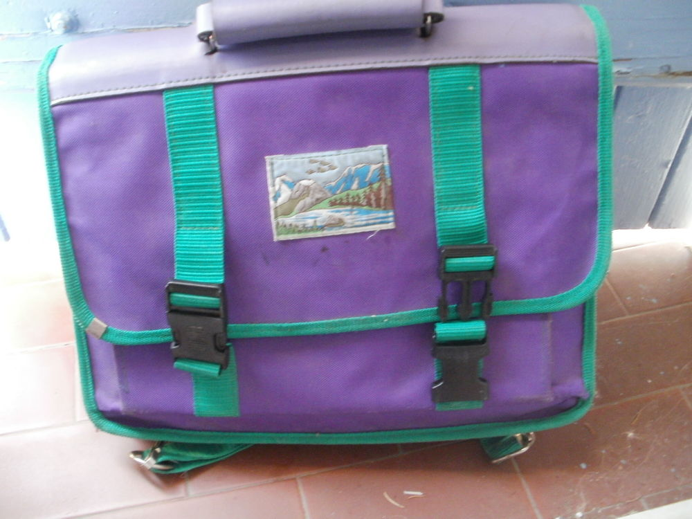 Cartable violet à 2 compartiments bretelles au dos 3 Montauban (82)