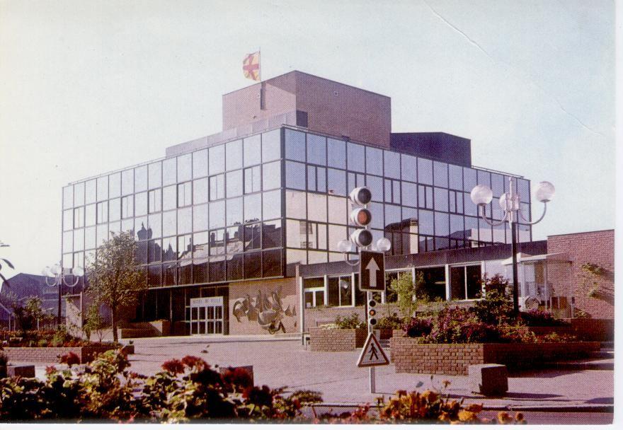 Carte postale Denain mairie/hôtel de ville 4 La Madeleine (59)