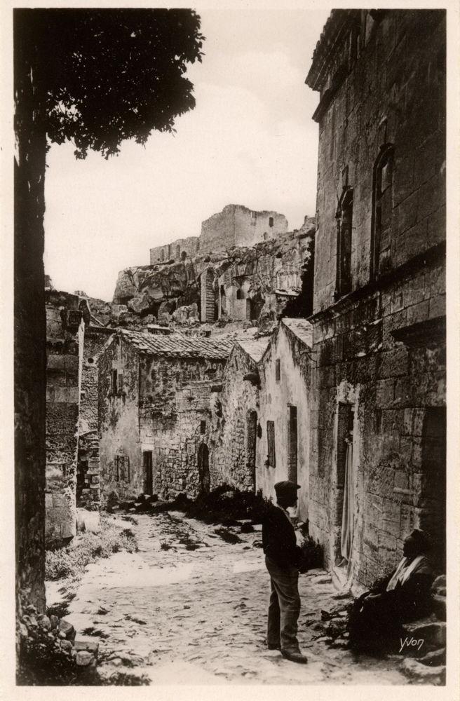 Cartes Postales Ancienne animée,  Les Baux de Provence  TBEG 20 Théziers (30)