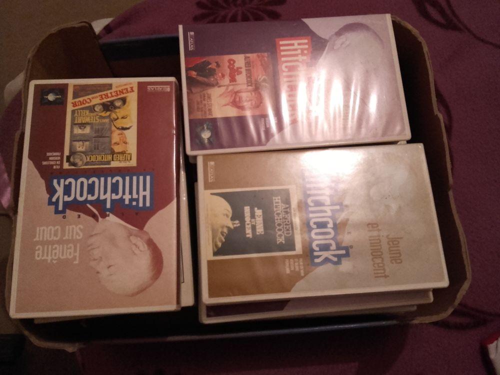 Cassettes VHS Alfred Hitchcock, plus livrets assortis. 90 Fonbeauzard (31)