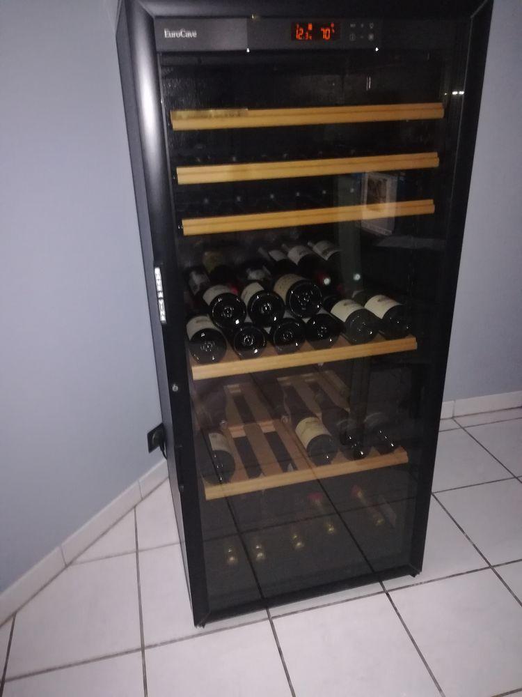 Cave à vin haut de gamme de marque eurocave 1500 Le Perreux-sur-Marne (94)