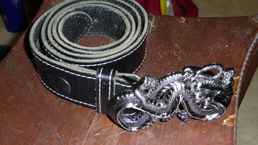 ceinturon de cuir noir avec boucle dragon 14 Garchizy (58)