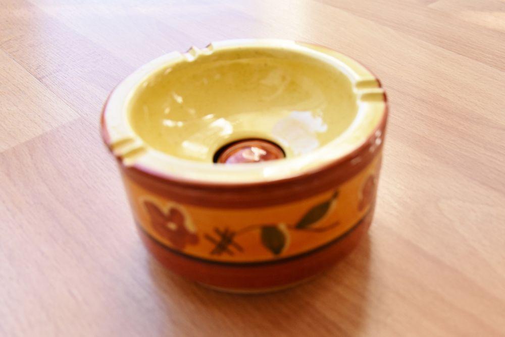 Cendrier céramique. 10 cm. Provencal. Très bon état. 7 euros 7 Gujan-Mestras (33)