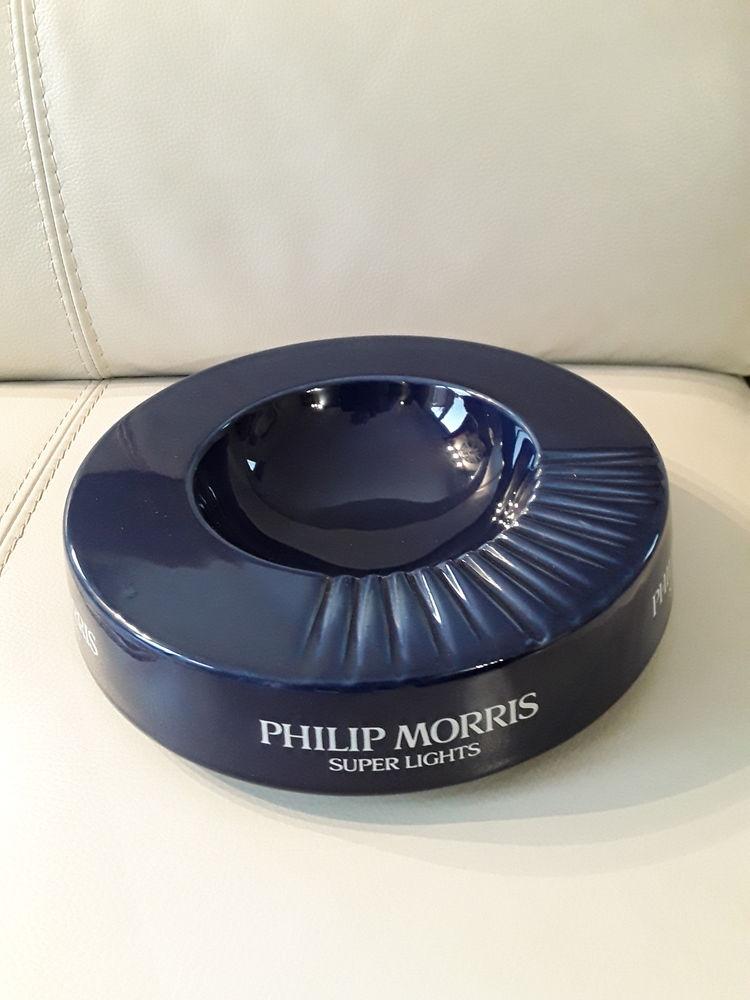 Cendrier de comptoir Philip Morris 10 Halluin (59)