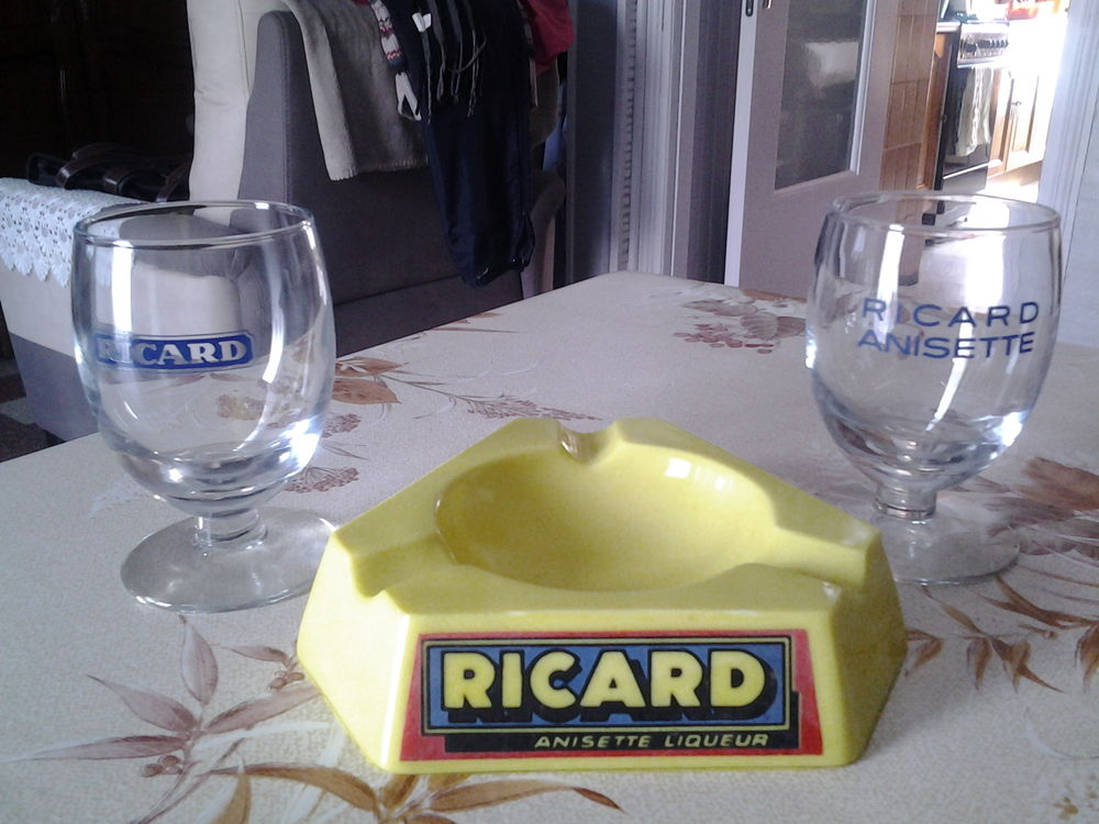 Cendrier + verres RICARD. 24 Flers-en-Escrebieux (59)
