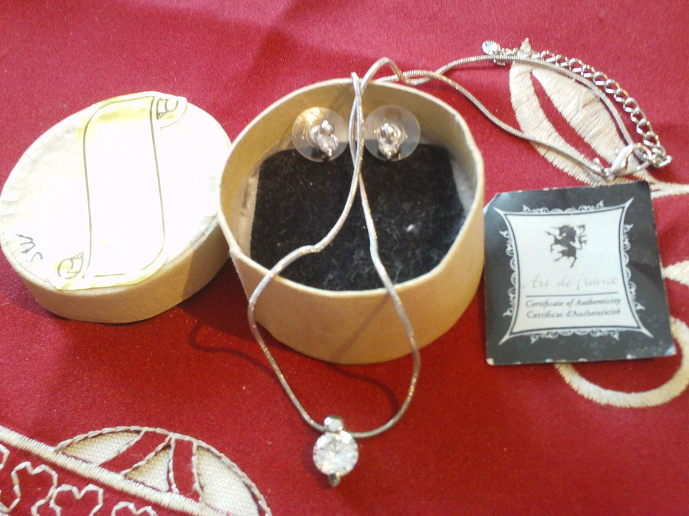 Chaîne plus pendentif avec cristal Swarovski N° 42 10 Bragny-sur-Saône (71)