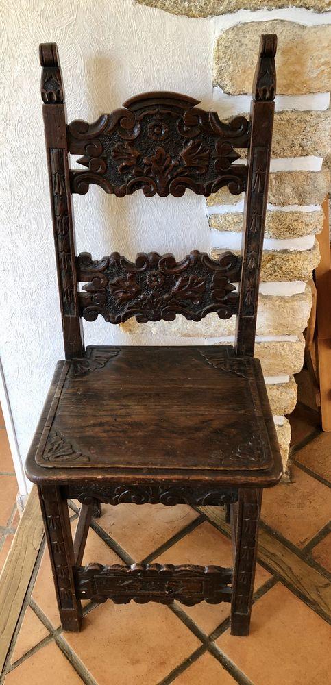 Chaise ancienne en bois sculptée style breton. 100 Ploemeur (56)