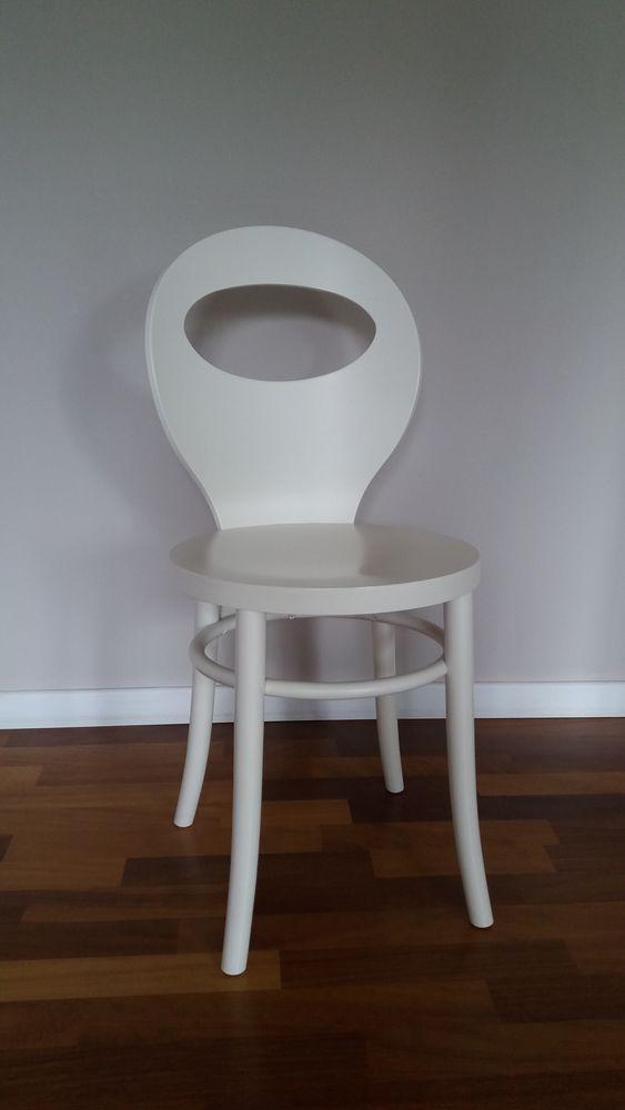 Chaise blanche design  45 Saint-Witz (95)