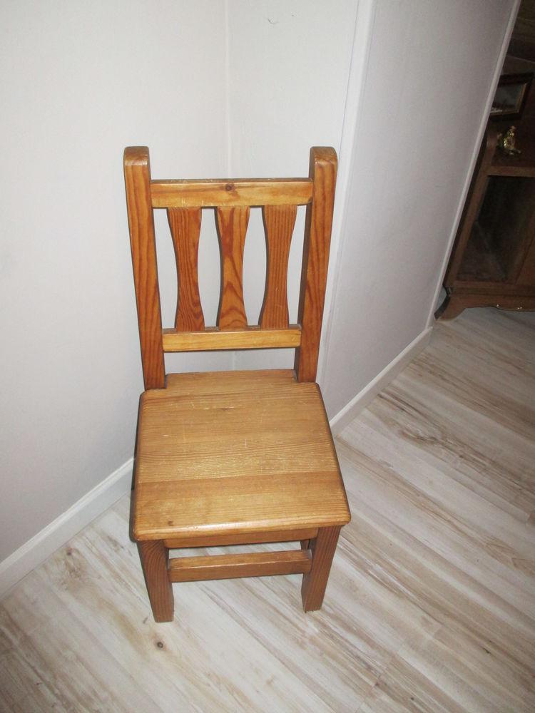 chaise bois massif  50 Villiers-sur-Marne (94)