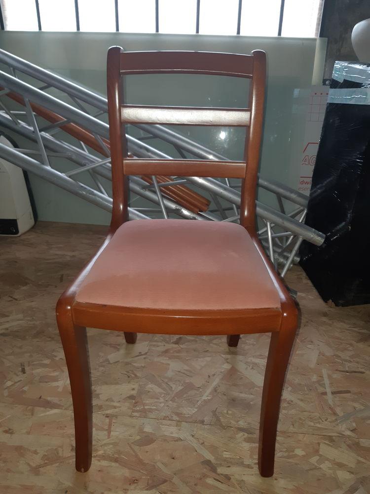Chaise en bois  30 Bonneuil-sur-Marne (94)