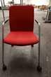 Chaise de bureau rouge à roulette
