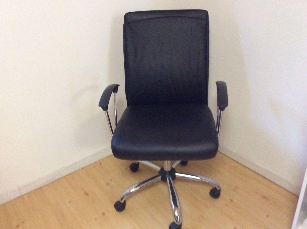 Chaise de bureau à roulettes  25 Bourg (33)