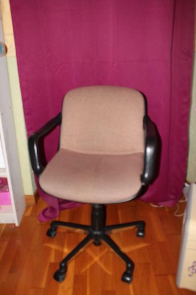 chaise de bureau 0 Fontaine-le-Port (77)