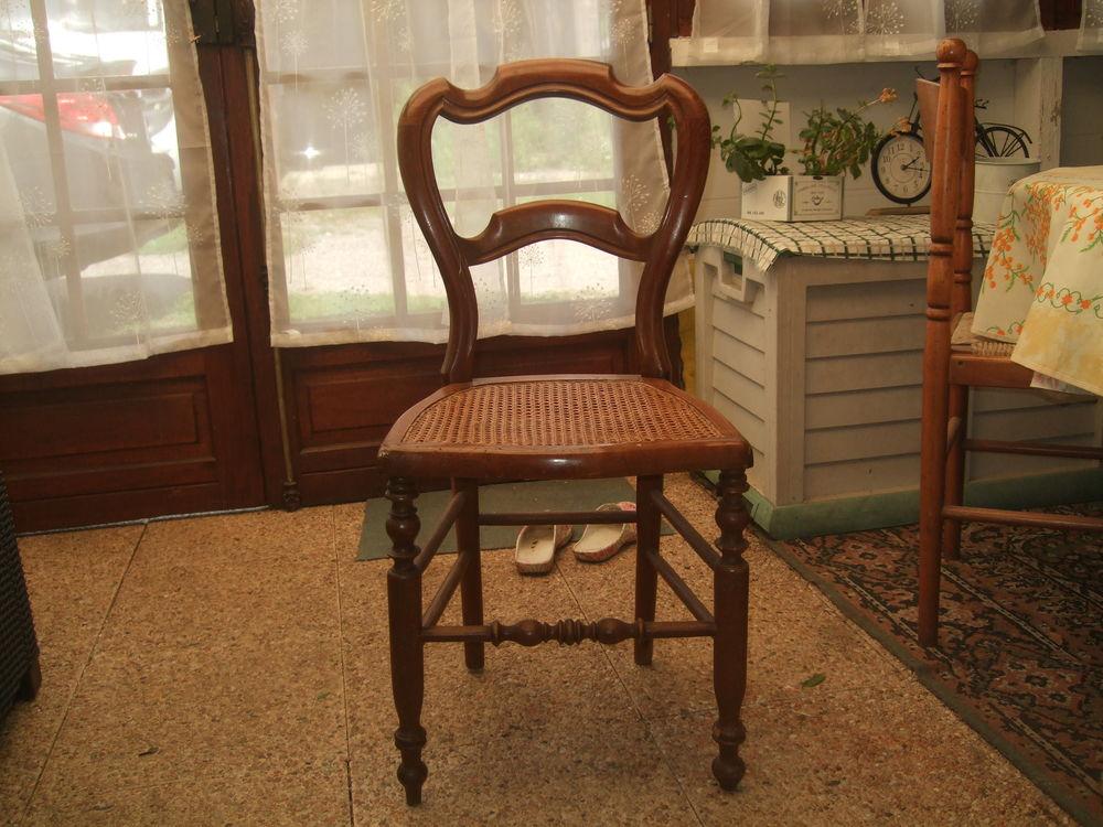 une  chaise cannée en trés bon état 15 Roumare (76)
