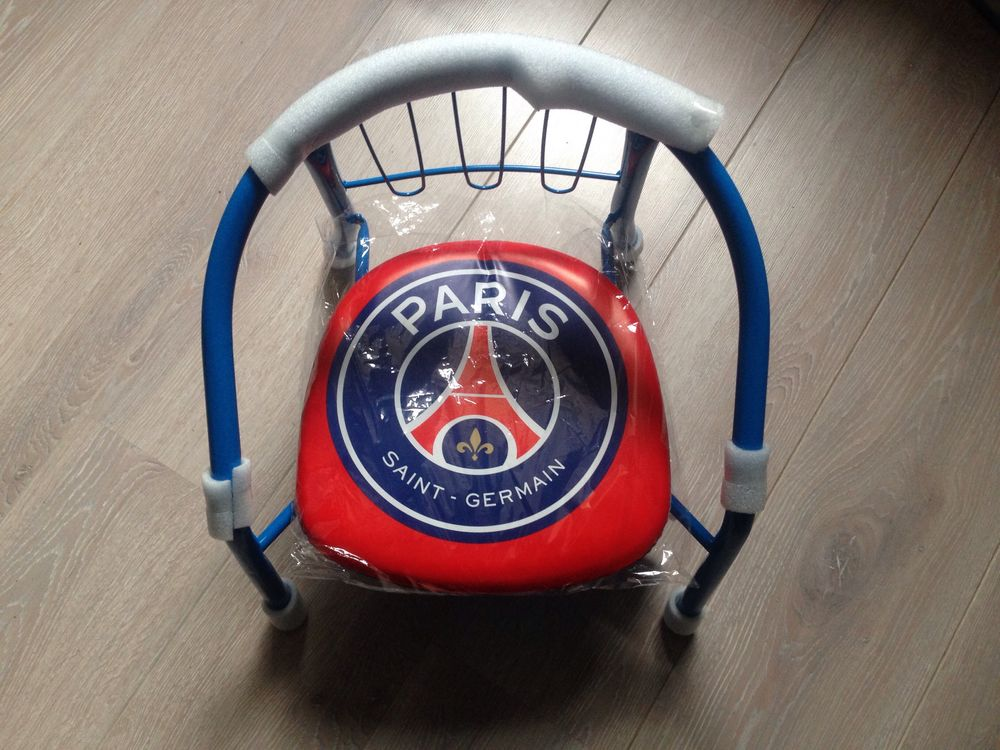 Chaise enfant PSG neuf  10 Montreuil (93)