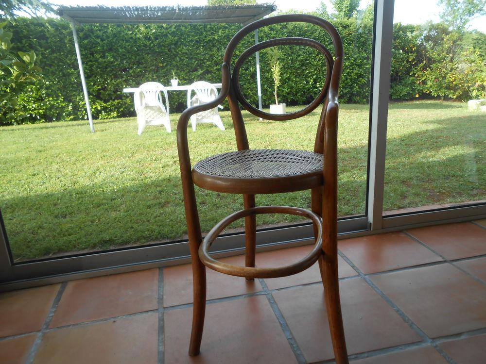 chaise enfant 0 Saint-Romain-de-Benet (17)