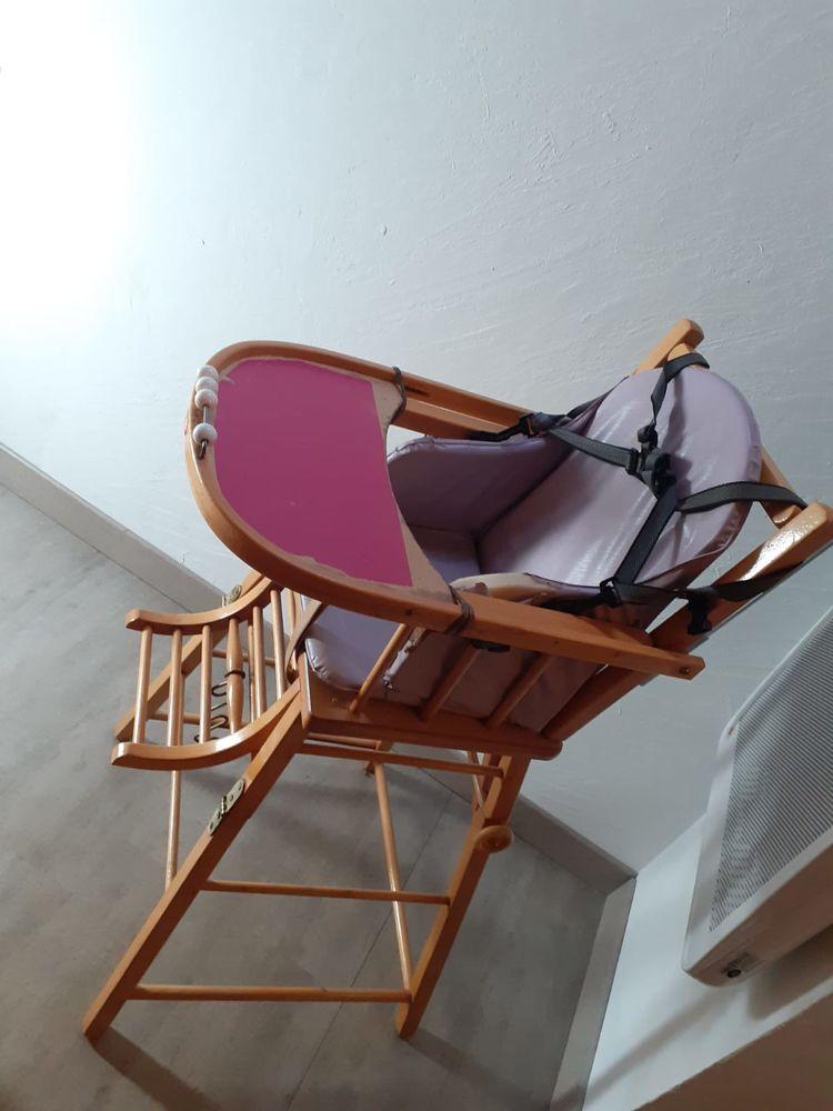 Chaise haute bébé en bois marque Combelle Mobilier enfants