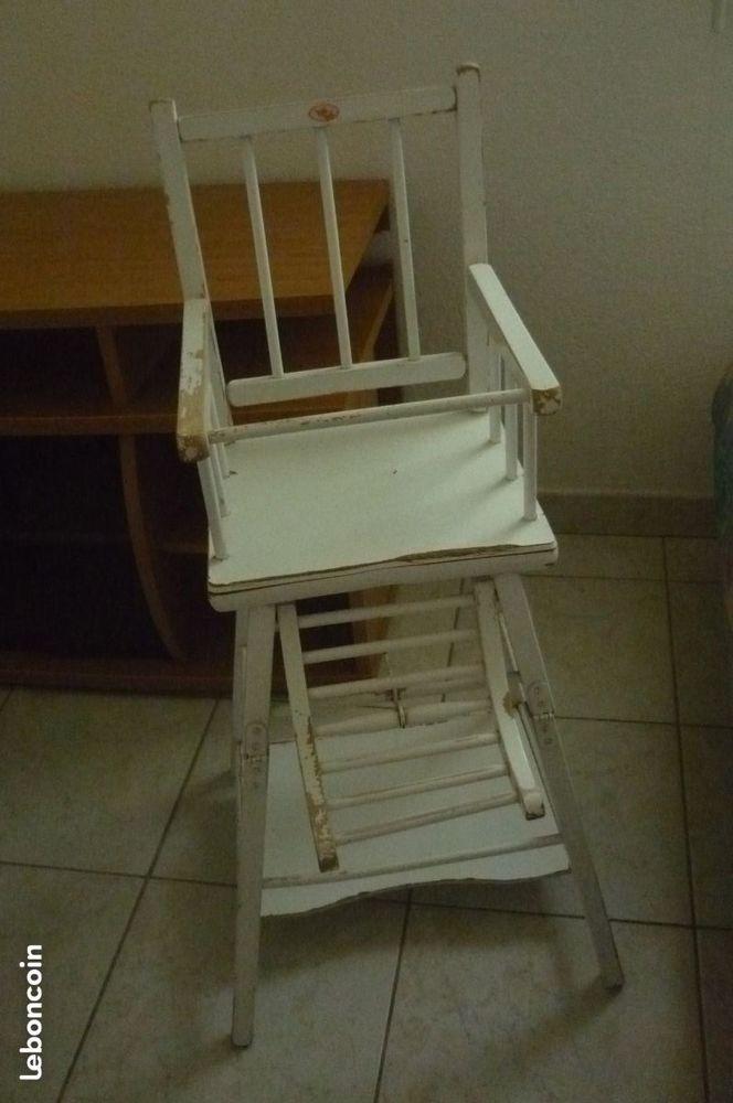 Chaise haute en bois transformable en table de jeu 10 Montpellier (34)